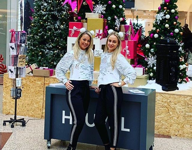 De kerstgroetjes van de meiden van Star Event✨🎄🤶🏻#christmas#christmastree#hospitality#hostess#xmas#bookingbyfoxpartnership